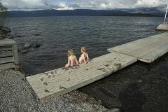 Barnen på stranden till Torne träsk