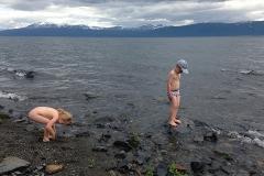 Barnen älskar att bada! Brrr!