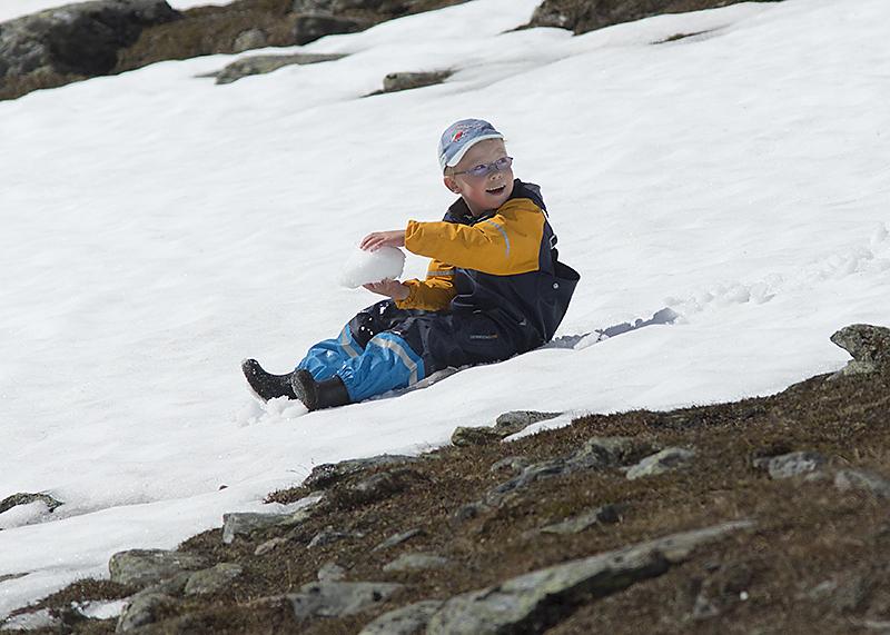 Elis älskar snön på Njulla!